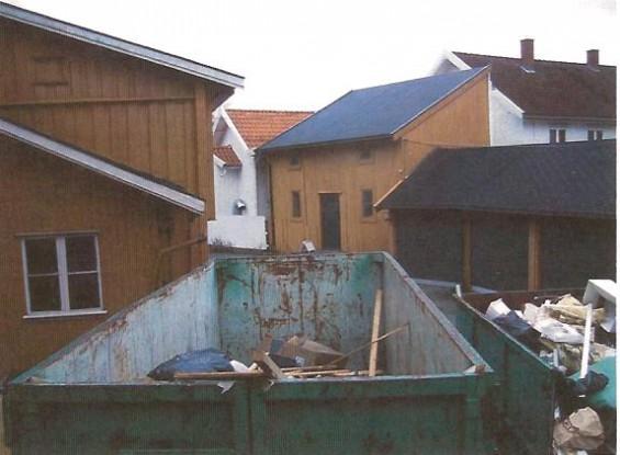 Lukkede containere må benyttes dersom disse skal utplasseres over tid nær opp til trehusbebyggelsen.