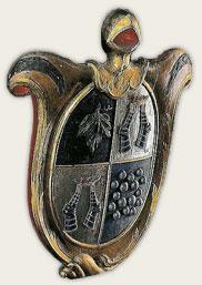 Dette våpenskjoldet ble gitt til Drøbak Kirke av Anna Pauldan. Det ble lenge benyttet som Drøbak kommunes byvåpen