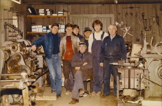 Drøbak Mekaniske Verksted 1983. Svend Thorbjørnsen, Hein Høyte, Lars Petter Andersen, Theis Hagen, Tom Bye Johansen, Erik Thorbjørnsen og Odd Pedersen.