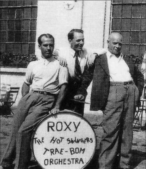 «Roxy – The hot swingers» underholdt i Drøbak i 1930-årene. På fotografiet ser vi Oscar Andresen, Einar Hansten og Anton Thoresen. (Kilde: Øystein Øystå: «Glade Drøbak». Frifant forlag, 1999)
