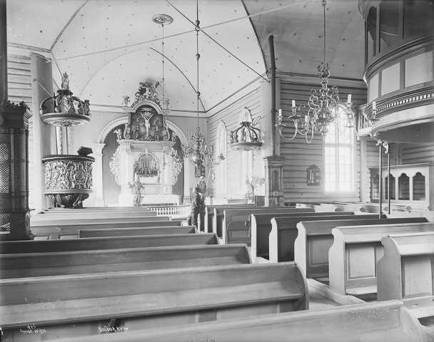 Dette bildet ble tatt av Wilse i 1903. Det er ikke noe å se av kirkeskipet. Var det et annet sted i kirken?