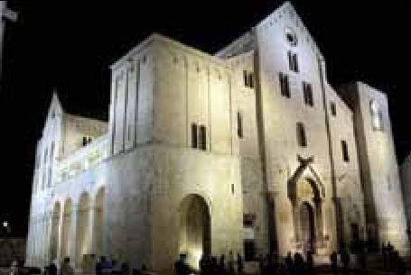 Katedralen San Nicola i Bari, Italia. (Foto: Wikipedia).