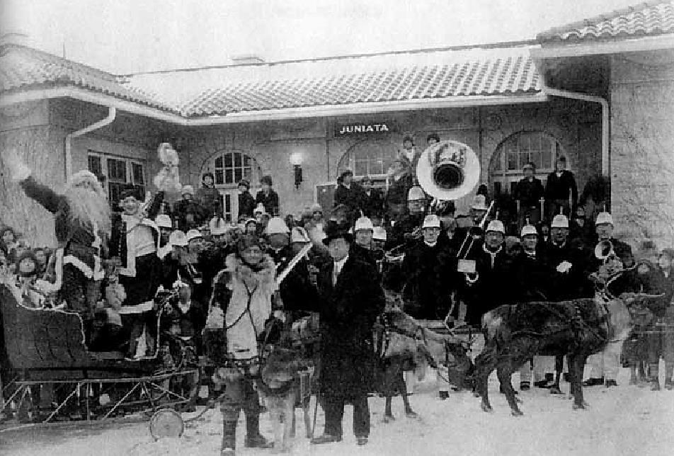 Det norsk-amerikanske reinsdyrshowet i USA i 1920-årene gjorde reinsdyrene til en umistelig del av julenissefeiringen. (Foto fra Roy Andersen: «Redningsmenn og lykkejegere», Aschehoug 2011).