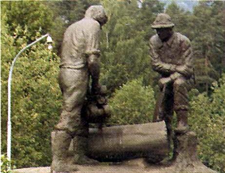 JO-BU skulpturen er utført av Petter Lith Olsen og sto lenge ved lokalene på Sagajordet. Den står i dag på Follo Museum
