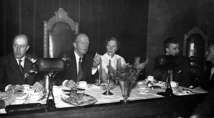 Mønnich som politiker (til venstre)