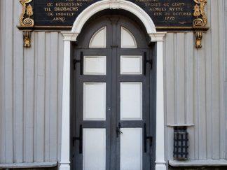 Inngangsdøra kirken